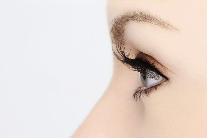 Twarz z profilu - oko