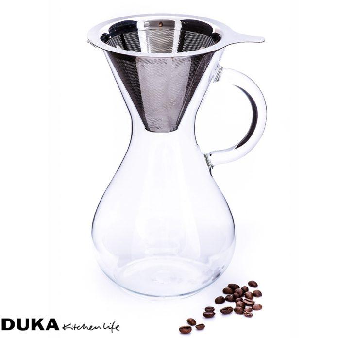 Dzbanem z zaparzaczem do kawy