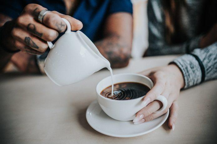 Kawa espresso z ekspresu ciśnieniowego
