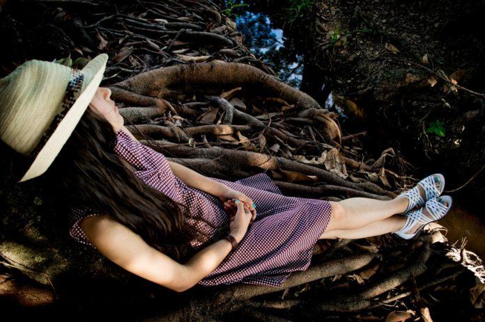 Dziewczynka w lesie