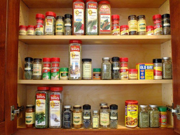 Półka Na Przyprawy I Inne Sposoby Na Organizację W Kuchni