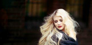 Kobieta i piękne włosy
