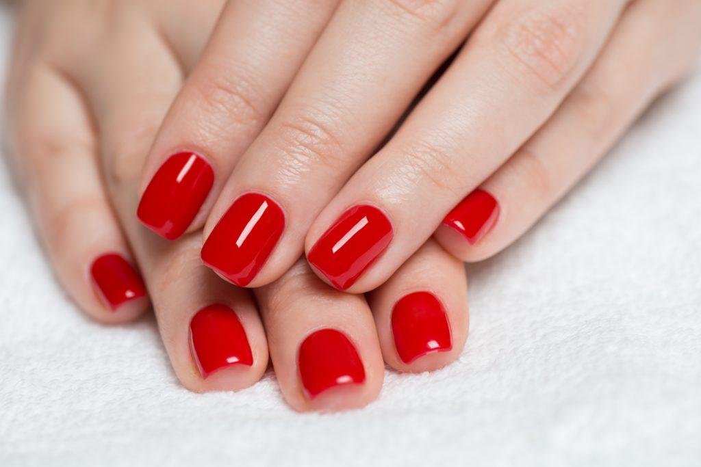 Czerwony manicure