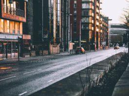 Ulica z samochodami