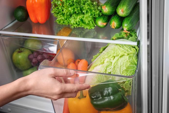 Świeża żywność w lodówce