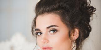 Jak samodzielnie wykonać makijaż na wesele