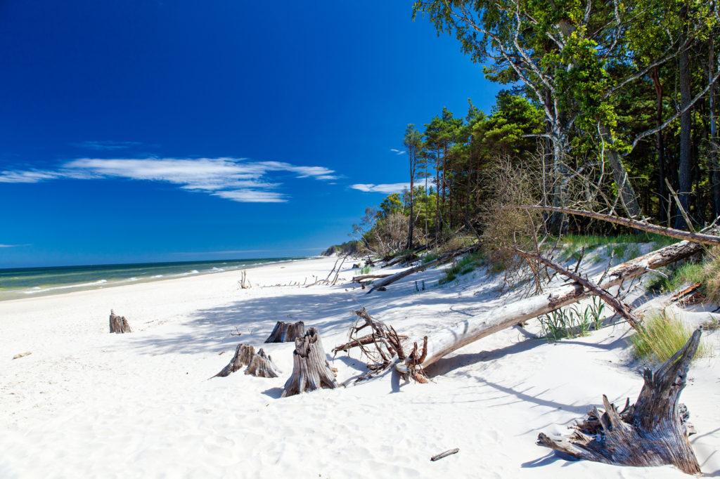 Łeba to jedna z najpopularniejszych miejscowości wypoczynkowych na polskim wybrzeżu