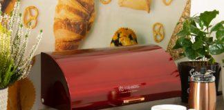 Czerwony metalowy chlebak
