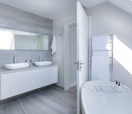 Jasna łazienka na poddaszu