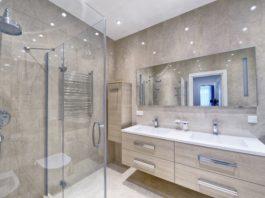 Dużo światła w łazience