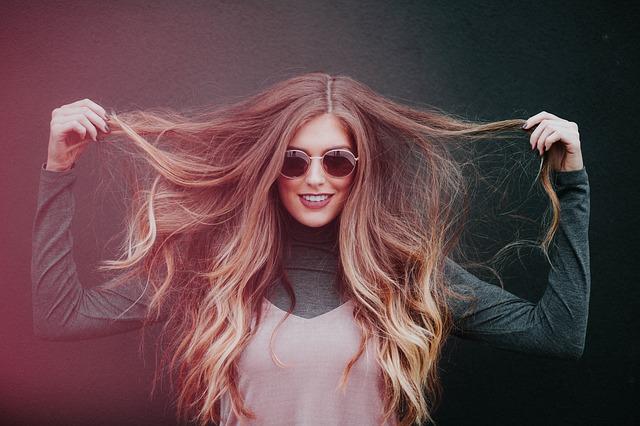 Kobieta z dużą ilością włosów