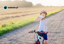 Dziecko na rowerze z bidonem
