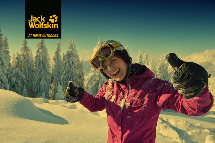 kobieta w zimowej kurtce narciarskiej