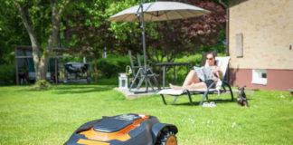 kosiarka automatyczna kosząca trawę