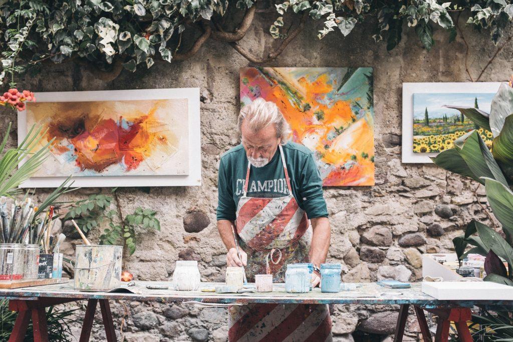 Malowanie obrazu malarz