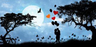 Para w romantycznej scenerii z serduszkami