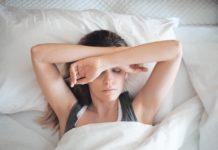 senna kobieta w łóżku