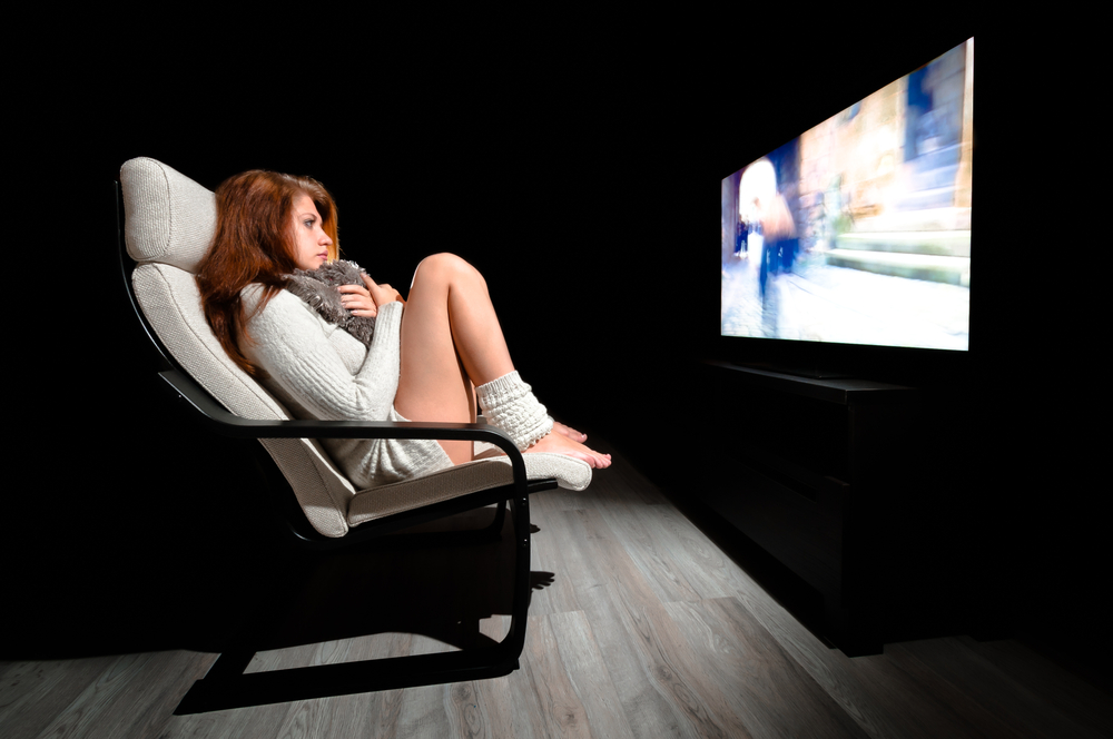 Kobieta przed telewizorem