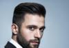 elegancki mężczyzna z zadbanymi włosami i zarostem