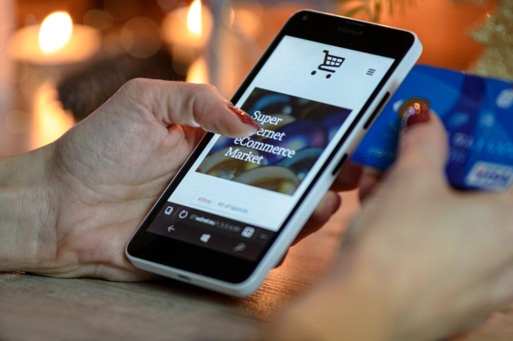 sklep internetowy na smartfonie