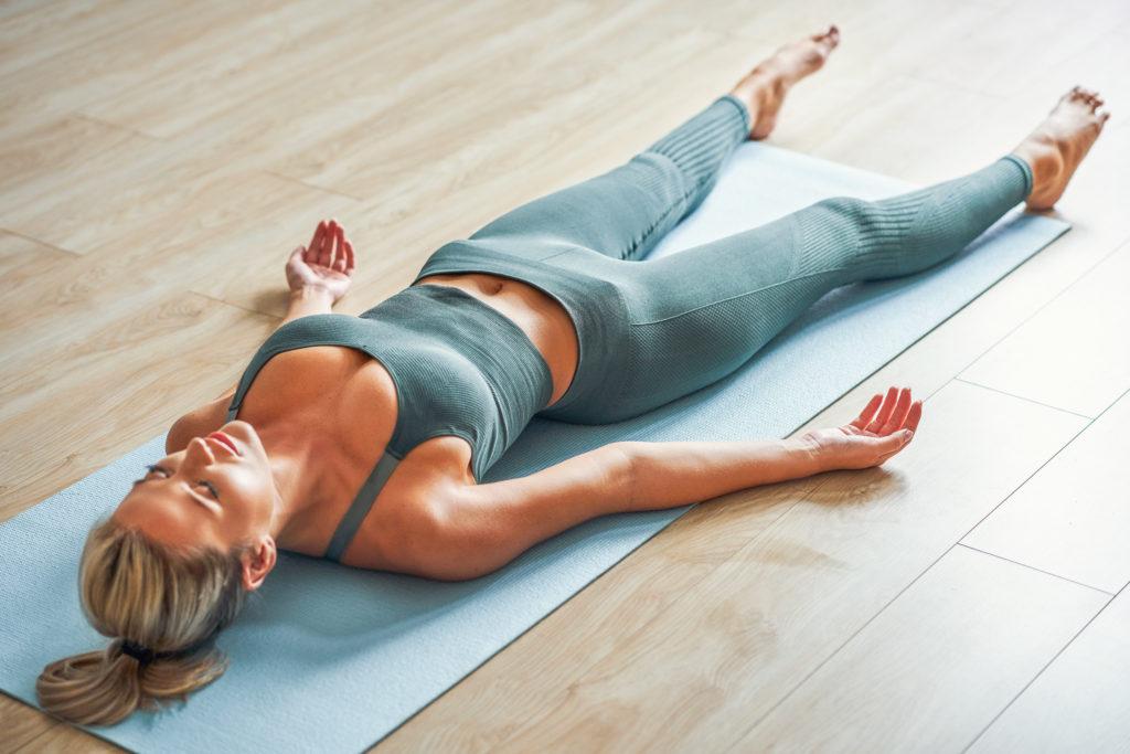 Savasana pozycja trupa joga