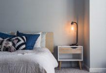 lampka nocna w sypialni