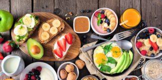 zdrowe śniadanie na stole