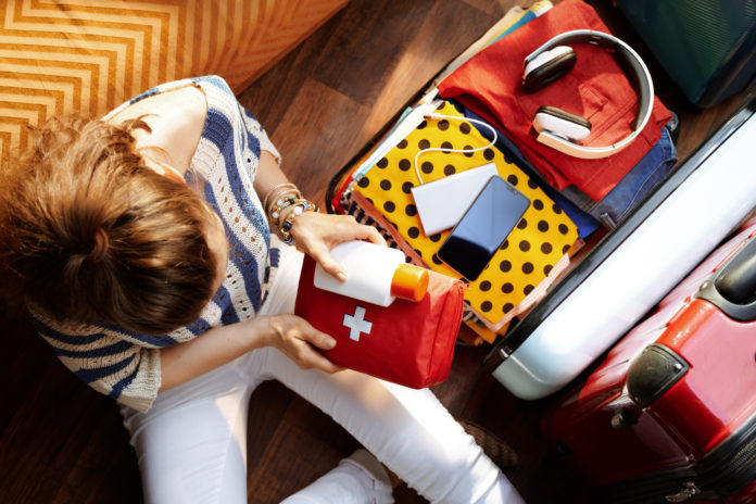 pakowanie apteczki podróżnej