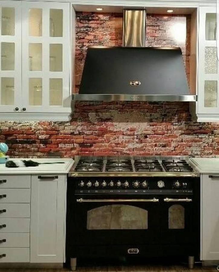 kuchenka wolnostojąca w kuchni w stylu prowansalskim