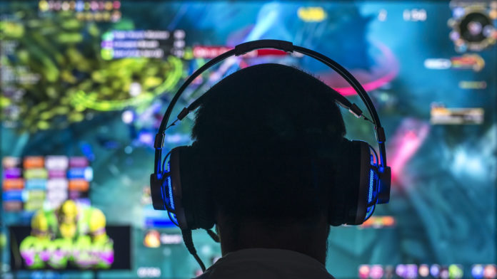 gamer grający online