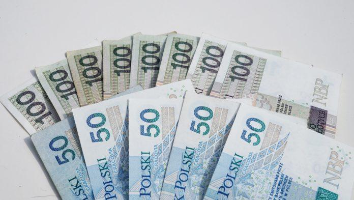 pieniądze 50zł 100 zł