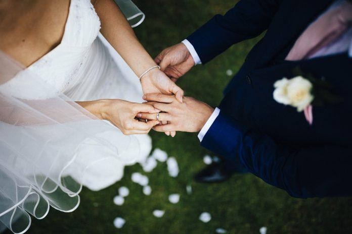 ślub wymiana obrączek zdjęcie