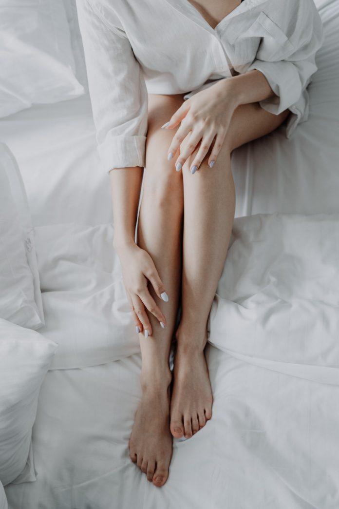 długie kobiece idealnie gładkie nogi