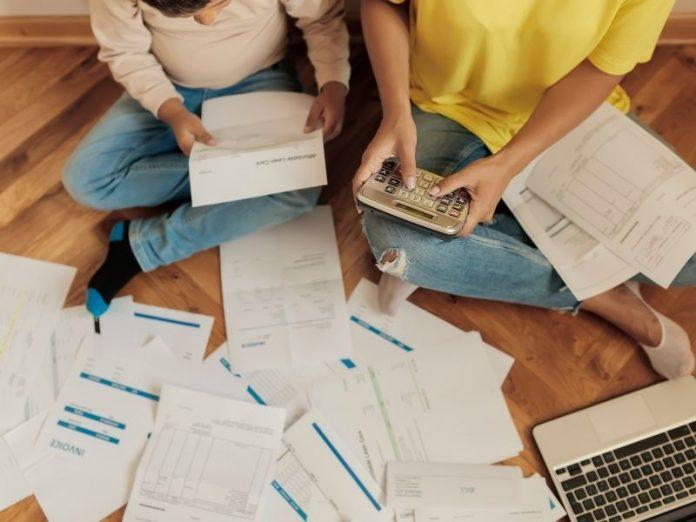 podliczanie kwot, faktury, kredyt