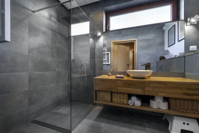 szare płytki łazienkowe