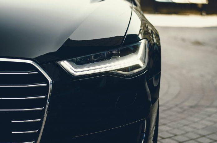 reflektor samochodu zbliżenie