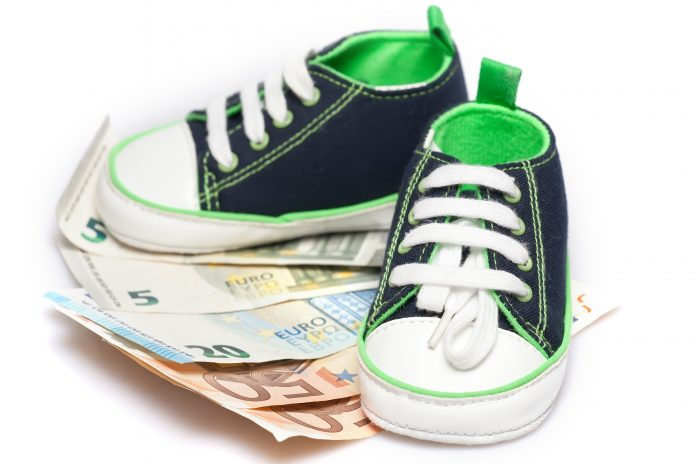 Kindergeld pieniądze buciki dziecięce