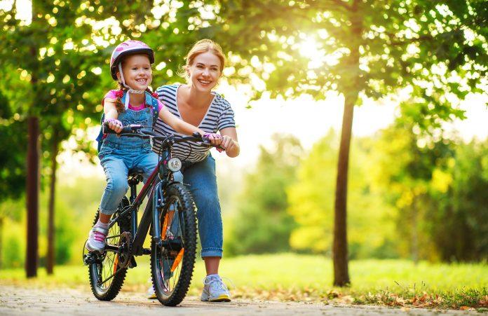 dziewczynka na rowerze edukacja sportowa