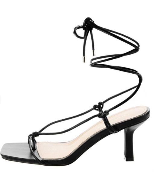 Wiązane sandały na obcasie