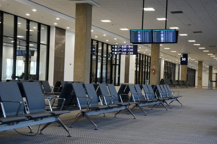 lotnisko poczekalnia