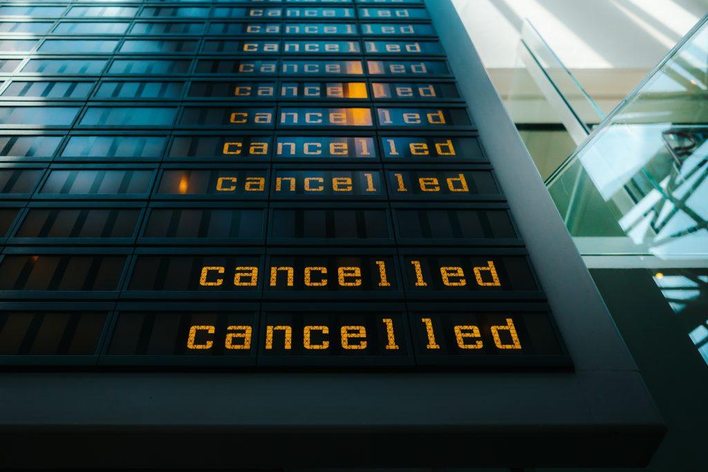 odwołany lot na lotnisku