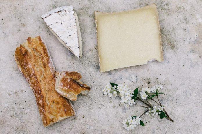Sery z grilla – jak grillować ser