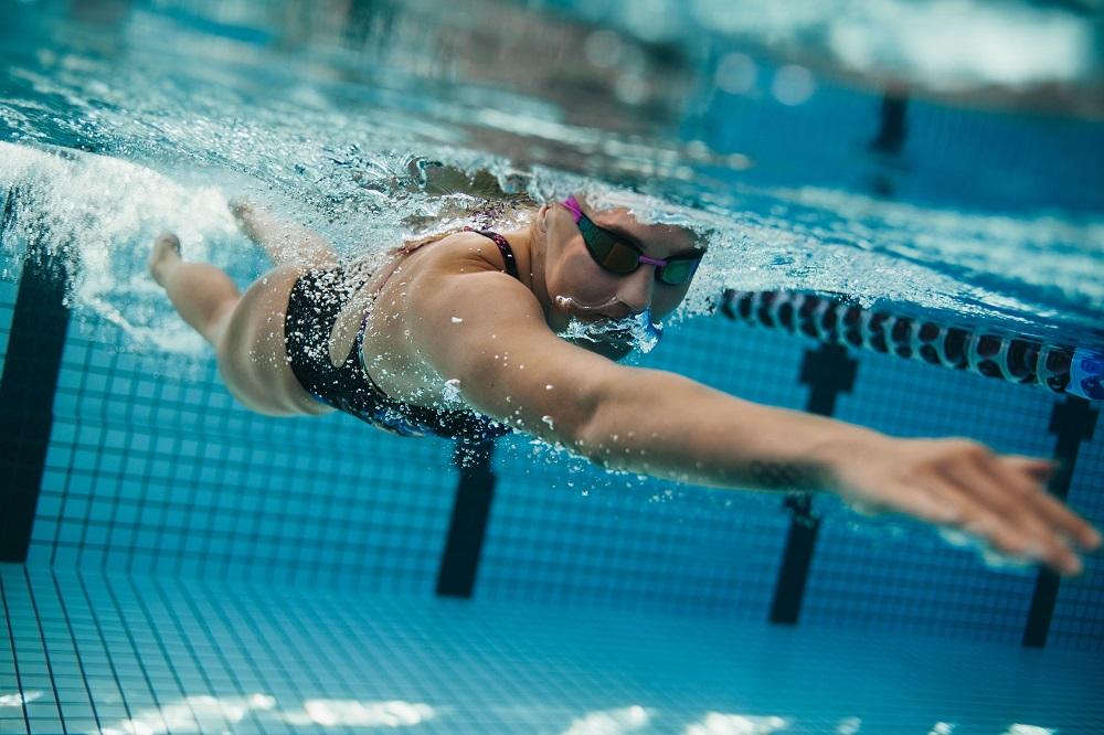 soczewki kontaktowe pływanie