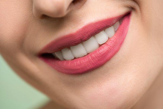 zabieg piaskowania zębów