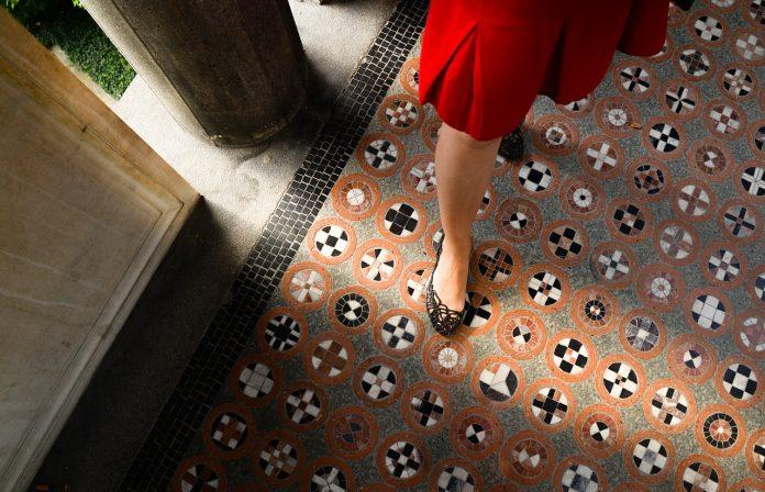 buty do czerwonej wizytowej sukienki