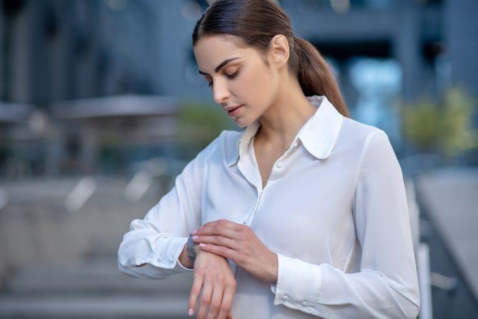 kobieta smartwatch