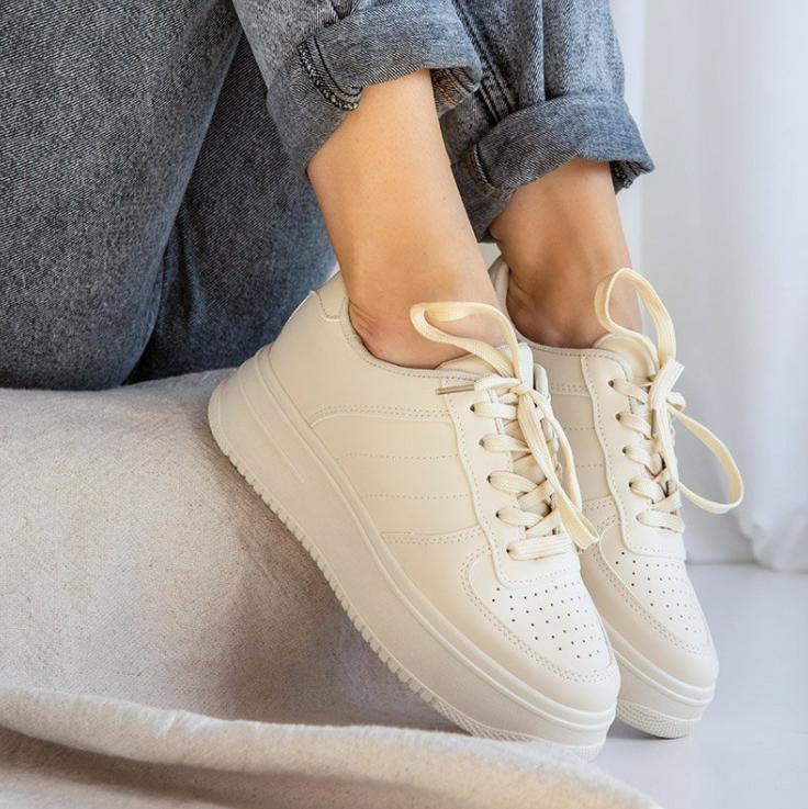 beżowe buty na platformie