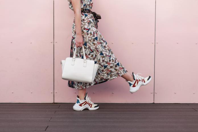 ugly shoes sukienka